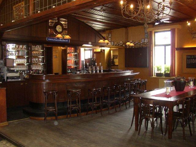 Grand cafe den bonten os - Inrichting van een lounge in lengte ...
